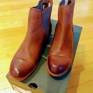 NEW Timberland Sutherlin Bay Chelsea boots